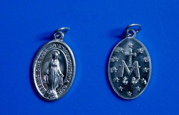 <b>Wonderdadige Medaille  </b><p>aluminium <p>17 mm</p>