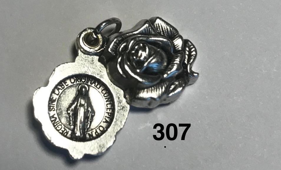 <b>Wonderdadige Medaille  </b> <p> <H3><mark>bijzondere vormgeving<mark></H3>